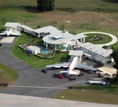 John Travolta's House Is A Functional Airport With 2 ...